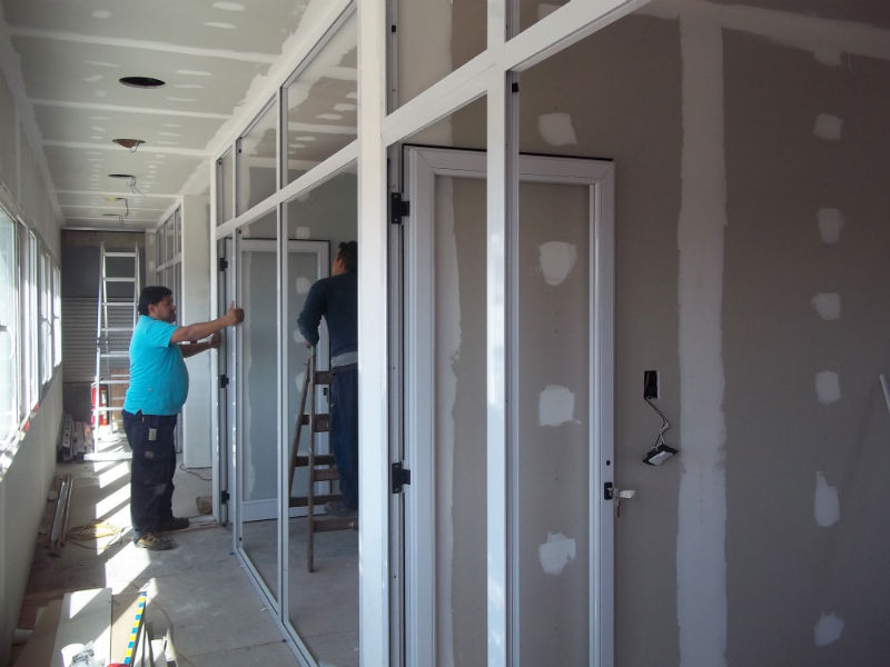 Aluminio rosario aberturas de aluminio y vidrio for Puerta balcon aluminio rosario